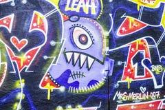 Vägg som täckas med grafitti i Berlin, Tyskland Arkivfoton