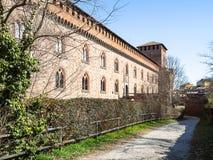 väggar av Castello Visconteo i den Pavia staden arkivbilder
