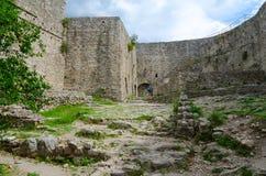 Väggar av den forntida citadellen i den gamla stången, Montenegro Royaltyfria Bilder