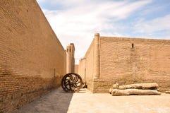 Väggar av den forntida Ichanen Kala av Khiva, Uzbekistan Royaltyfri Bild