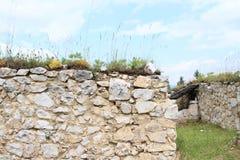 Väggar av den gamla kloster i slovakiskt paradis Arkivfoton