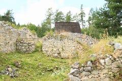 Väggar av den gamla kloster i slovakiskt paradis Royaltyfri Fotografi