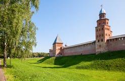 Väggar av den Novgorod Kreml, Ryssland Royaltyfri Fotografi