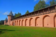 Väggar av den Spaso-Evfimiyevsky kloster i Suzdal, Ryssland Royaltyfri Fotografi