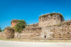 Väggar av den Yenisehir porten av Nicea den forntida staden, Iznik Royaltyfria Bilder
