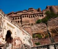 Väggar av det Mehrangarh fortet, Jodhpur, Rajasthan, Indien Royaltyfri Bild