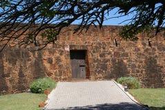 Väggar av fortet i Maputo Arkivfoton