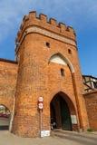 Väggar för för brotornport och stad, Torun, Polen fotografering för bildbyråer