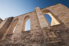 Väggar med gotiska fönster Arkivbild