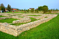 Väggar och fördärvar i Ulpia Traiana Augusta Dacica Sarmizegetusa Arkivbild
