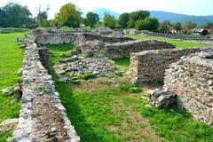 Väggar och fördärvar i Ulpia Traiana Augusta Dacica Sarmizegetusa Arkivfoton