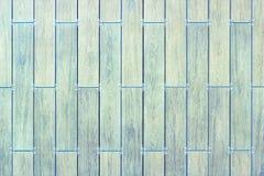 Väggar och konstruktionstegelplattor Texturen av tegelplattorna Färgerna av keramiska tegelplattor med ett handlag av trä royaltyfri bild