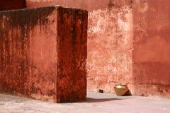 Väggar på Amber Fort nära Jaipur Royaltyfri Foto