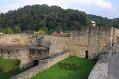 Väggar runt om staden i Bardejov - Slovakien Arkivfoto