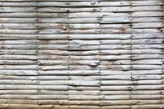 Väggar som göras av ljusa trä, vit och grå färger Arkivbilder