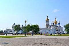 Väggar, torn, en belltower och Sofia Uspensky en domkyrka i Royaltyfri Bild