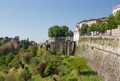 Väggarna av Bergamo Alta, Lombardy, Italien Arkivfoton