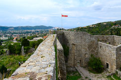Väggarna av den forntida fästningen i den gamla stången, Montenegro Royaltyfria Foton