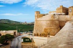 Väggarna av den Gozo citadellen royaltyfri fotografi
