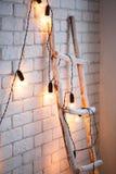 Väggbakgrund för glad jul och för nytt år tegelsten vit dekor Vindstil royaltyfri bild
