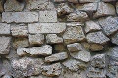 Väggen av naturliga stenar av olika format royaltyfria bilder