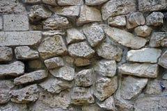 Väggen av naturliga stenar av olika format royaltyfria foton