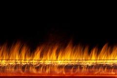 Väggen av verklig brand flammar på svart bakgrund Royaltyfri Fotografi