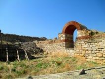 Väggen för forntida stad i staden av Nessebar, Bulgarien Royaltyfria Foton