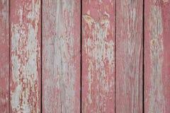 Väggen från röd trälodlinje stiger ombord närbild Trä texturerar royaltyfri fotografi