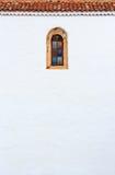 Väggen och fönstret av kanariefågelstilen kyrktar i La Oliva, Fuerteve Royaltyfri Foto