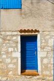 Väggen och fönstret, mediterranian arkitektur Rovinj Cro Arkivfoto