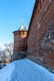 Väggen och tornet av den Nizhny Novgorod Kreml Arkivfoto