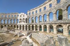 Väggfragment av den antika romerska amfiteatern i Pula Arkivfoto