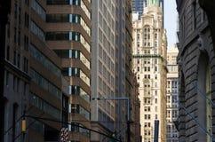 Vägggatabyggnader i New York City Royaltyfri Bild