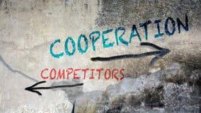 Vägggrafitti till för samarbete konkurrenter kontra royaltyfri fotografi