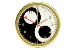 Väggklocka med det yinyang symbolet Arkivbild