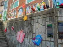 Väggkonst i gamcheondongkulturby Arkivbilder