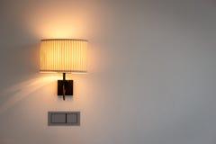 Vägglampa i sovrum Arkivbilder