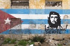 Väggmålning av Che Guevara i havannacigarren, Kuba Arkivbild