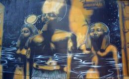 Väggmålning av egyptiska gudar arkivfoto