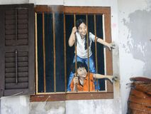 Väggmålning av ungar som älskar bullar Royaltyfria Bilder