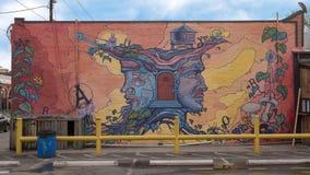 Väggmålning för `-Janus ` av Dan Colcer, djupa Ellum, Texas Arkivbilder