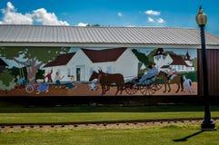 Väggmålning på en byggnad i i stadens centrum Fennimore, Wisconsin royaltyfria foton