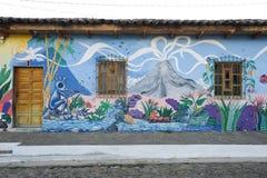 Väggmålning på ett hus på Ataco i El Salvador Royaltyfri Foto