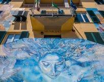 Väggmålningar på det Riomaggiore stadshuset royaltyfri bild