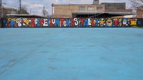 42 väggmålningar projekterar väggväggmålningen, djupa Ellum, Texas Arkivbild