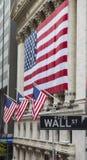 VäggSt, undertecknar det finansiella området New York, USA Fotografering för Bildbyråer