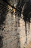 Väggsten som snider på ett Bayon tempel Angkor Thom Royaltyfri Bild
