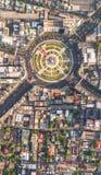 Vägkarusellen med bilen styckar i lotter Wongwian Yai i Bangkok, Thailand Royaltyfri Bild