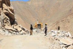Vägkonstruktion i Ladakh Arkivfoton